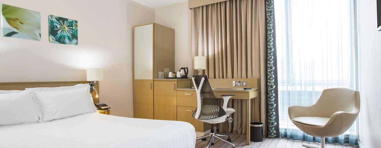 Hilton Garden Inn Glasgow City Centre, Großbritannien– Zimmer mit Queen-Size-Bett