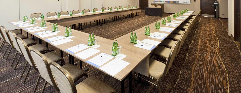"""Hilton Garden Inn Kraków, Polska – Sala konferencyjna z rozkładem w kształcie litery """"U"""""""
