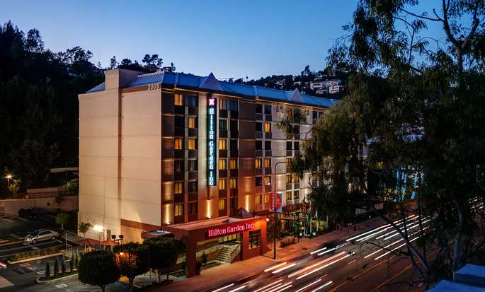 Hilton Garden Inn Los Angeles/Hollywood hotel - Exterior at dusk