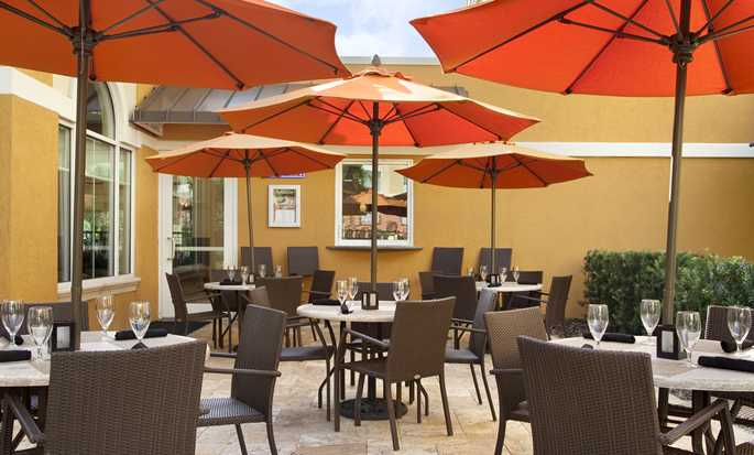 Hilton Garden Inn Lake Buena Vista/Orlando hotel - Restaurant - Outdoor dining area