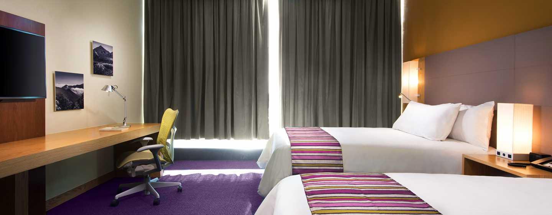 Hotel de aeropuerto Hilton Garden Inn Monterrey, México - Habitación estándar con cama doble