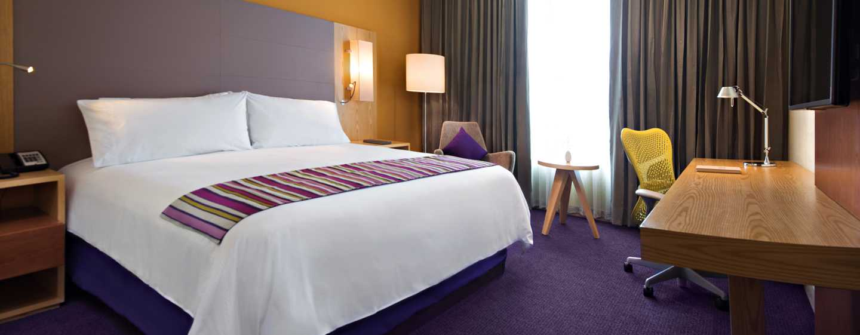 Hotel de aeropuerto Hilton Garden Inn Monterrey, México - Habitación estándar con cama King