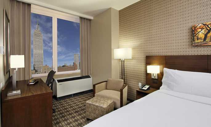 Hilton Garden Inn New York/Midtown Park Ave Hotel - King Guestroom