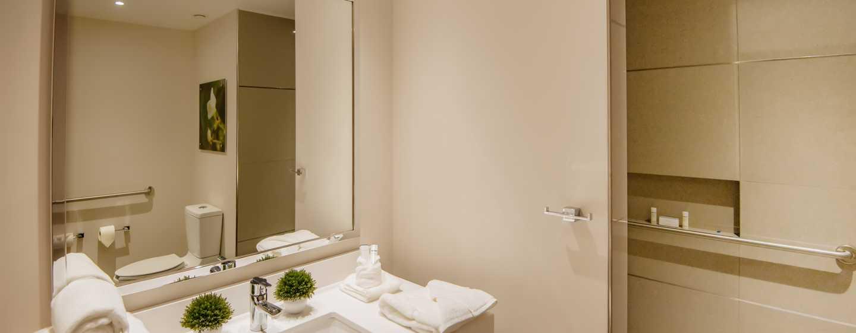 Hotel Hilton Garden Inn Puebla Angelópolis, México - Baño accesible para personas con discapacidades