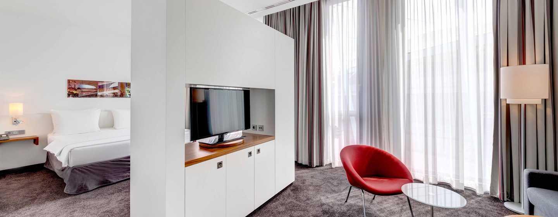 Hilton Garden Inn Stuttgart NeckarPark Hotel, Deutschland– Junior Suite mit Sitzbereich und privater Sauna