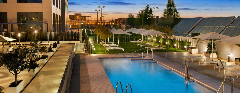 Hotel Hilton Garden Inn Sevilla, España - Piscina al aire libre y solárium
