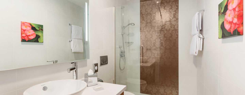 Hotel Hilton Garden Inn Sevilla, España - Baño estándar