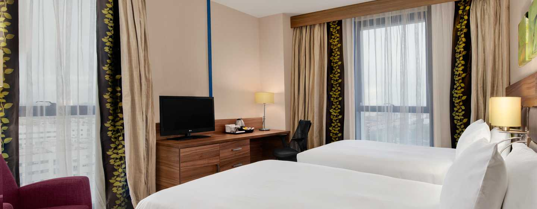 Hotel Hilton Garden Inn Sevilla, España - Dormitorio con camas gemelas