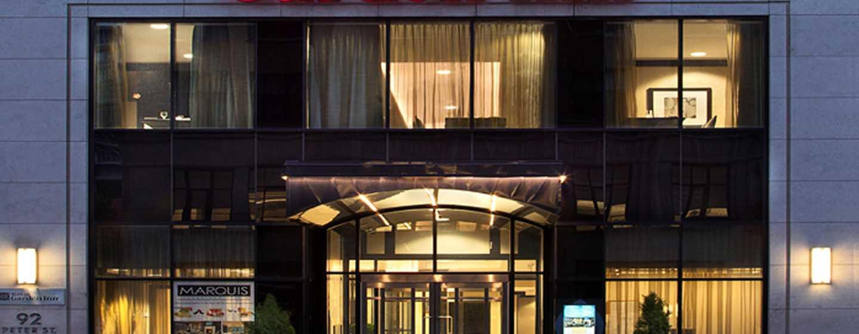 Hôtel Hilton Garden Inn Toronto Downtown, Ontario, Canada - Entrée extérieure de l'hôtel