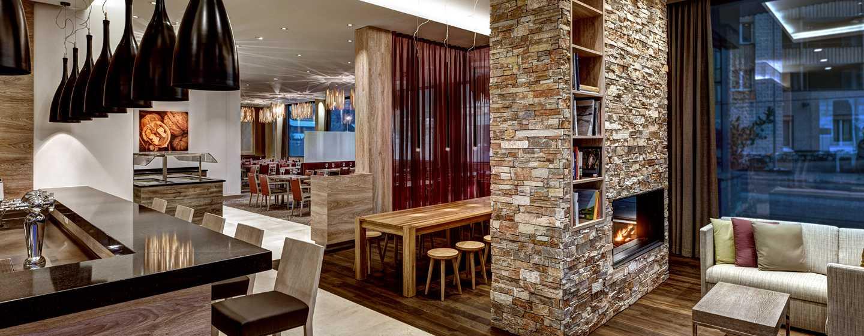 Hilton Garden Inn Davos Hotel, Davos, Schweiz– Bar- und Restaurantbereich