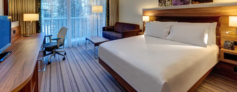 Hilton Garden Inn Davos Hotel, Davos, Schweiz– Junior Suite mit Doppelbett und Schlafsofa