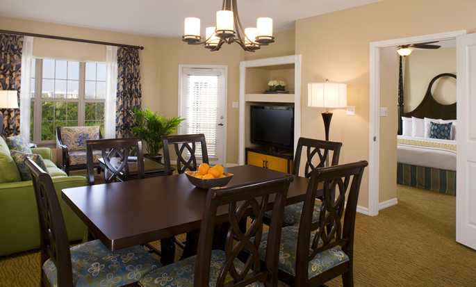 Hilton Grand Vacations at SeaWorld hotel - Suite living and dining area