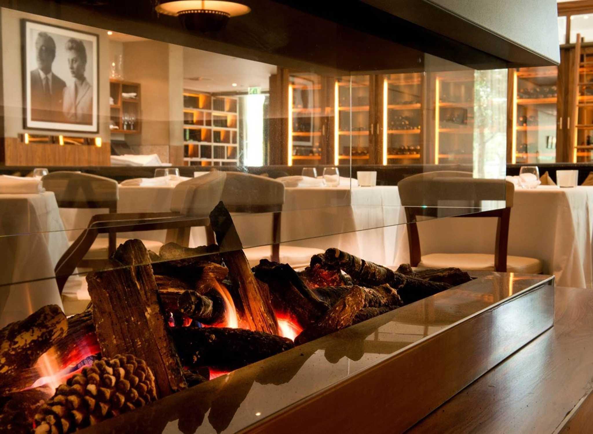 Amshitw_quicklook_full_robertosrestaurant004 Jpg