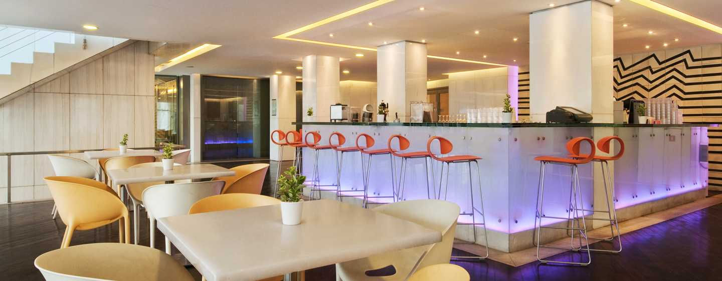 "Hilton Athens – Restaurant ""Oasis Pool Bar & Grill"""