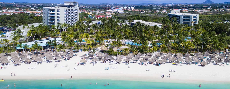 Hilton Aruba Caribbean Resort & Casino hotel, Aruba - Zicht op resort vanaf zee