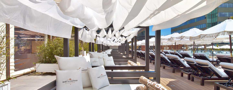 Hotel Hilton Diagonal Mar Barcelona, España - Sillas reclinables para tomar sol de Purobeach