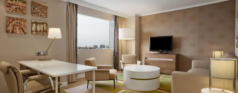 Hotel Hilton Barcelona, España - Sala de estar privada de la suite Junior