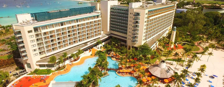 Hôtel Hilton Barbados Resort, La Barbade - Vue aérienne de l'hôtel et de la piscine