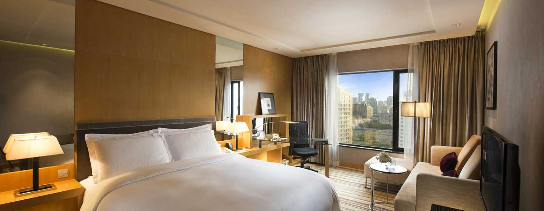 Hilton Beijing, China – Deluxe Plus Zimmer mit King-Size-Bett