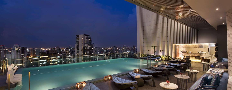 Hilton Sukhumvit Bangkok - สระว่ายน้ำ