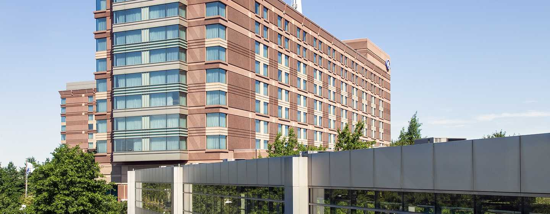 Hilton Boston Logan Airport Hotel, USA– Skywalk des Hilton Boston Logan Airport