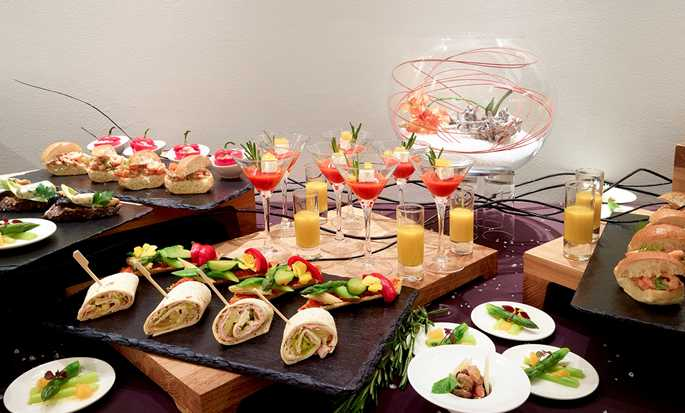Hilton Brussels Grand Place Hotel, Belgien – Buffet im Meetingbereich