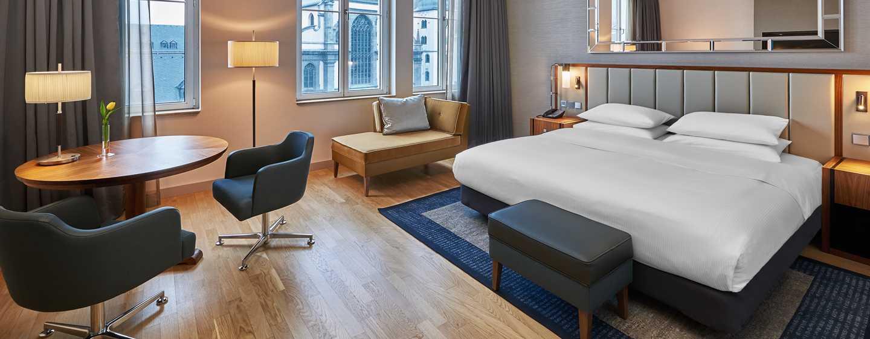 Hilton Cologne, Duitsland - Hilton King Deluxe kamer met uitzicht