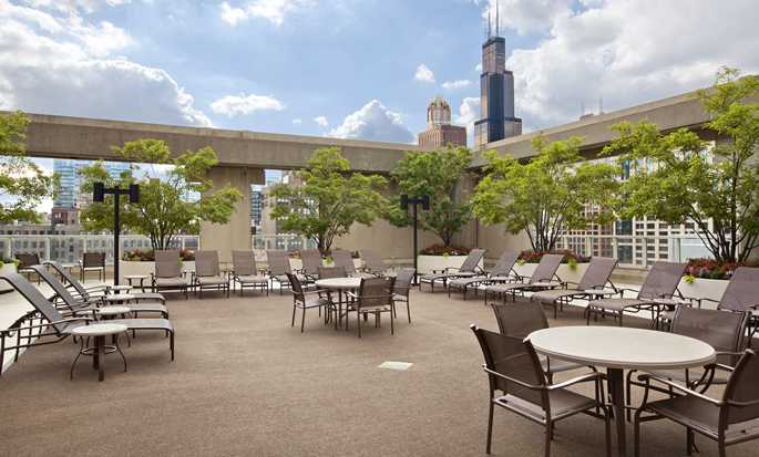 Hilton Chicago, Illinois - Restaurante al aire libre