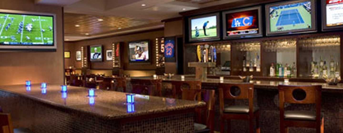 Hilton Chicago O'Hare Airport, USA - Sports Edition Bar