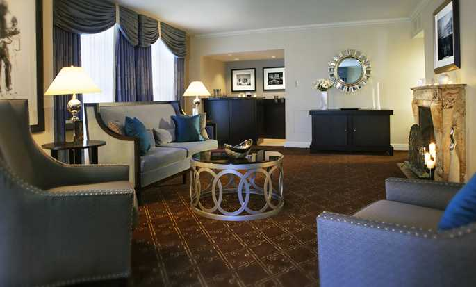 Palmer House® A Hilton Hotel, Chicago IL - Suite Living