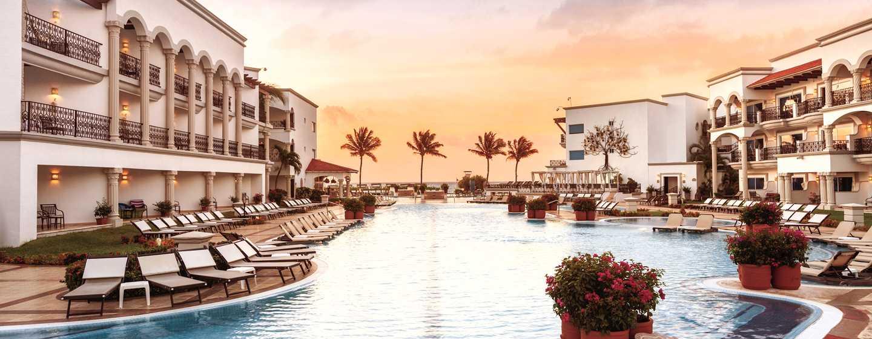 Hilton Playa del Carmen, México - Área de la piscina al aire libre