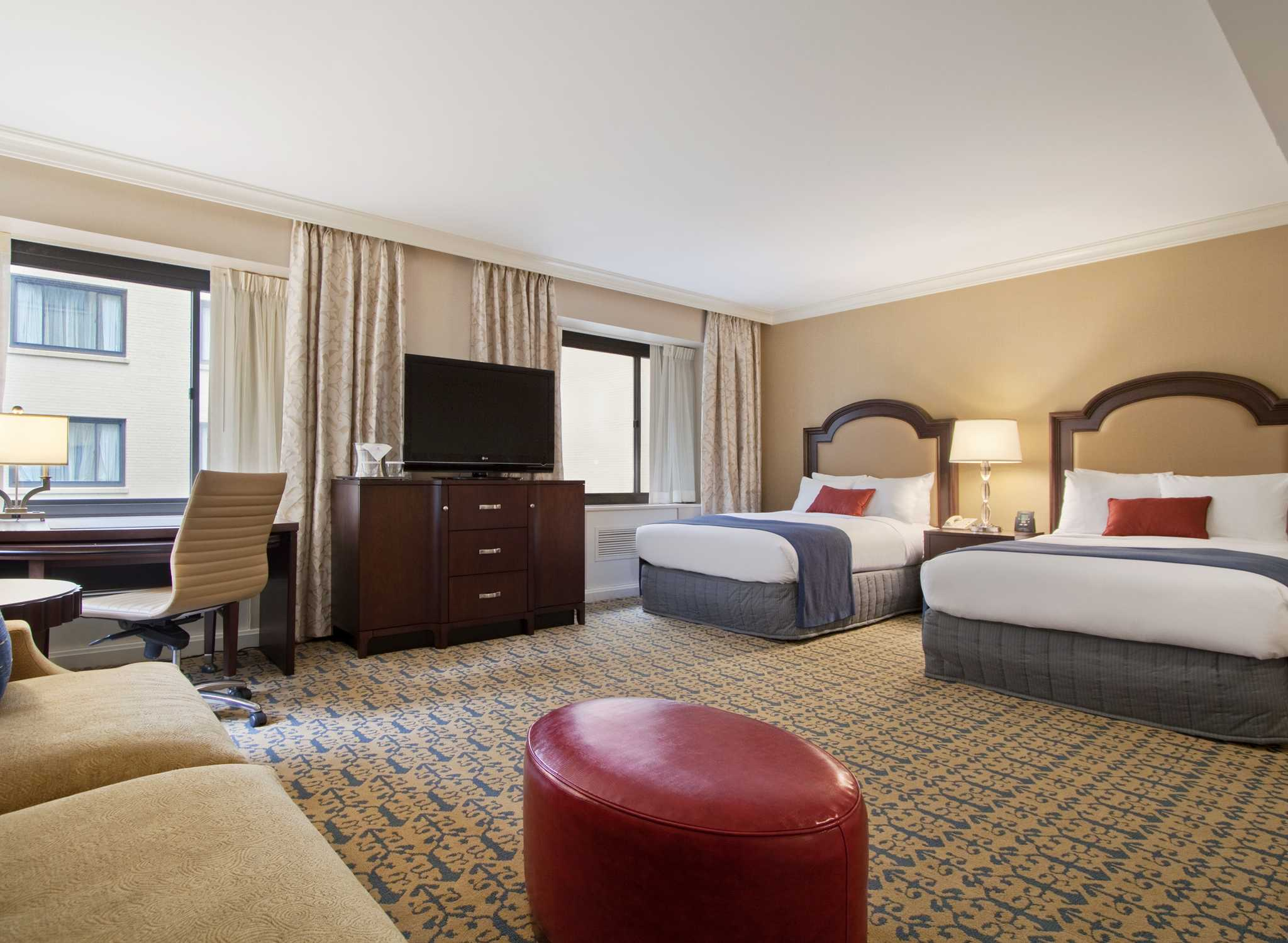 Hoteles en el centro de la ciudad de washington dc hotel de lujo capital hilton en dc for 2 bedroom suite hotels washington dc