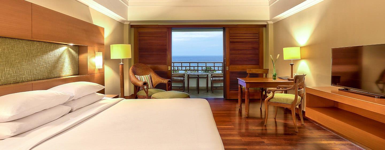 Hilton Bali Resort, Indonesien – Deluxe Zimmer mit Kingsize-Bett und Meerblick