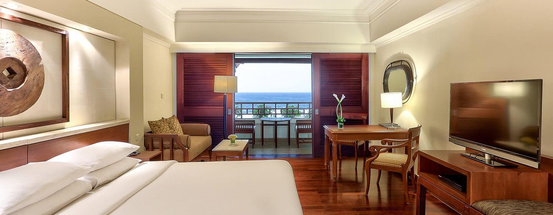 Hilton Bali Resort, Indonesien – Executive Suite mit Kingsize-Bett und Meerblick