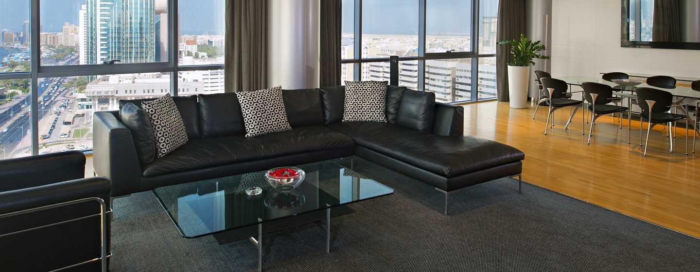 Hilton Dubai Creek Hotel, VAE– Executive Suite mit King-Size-Bett