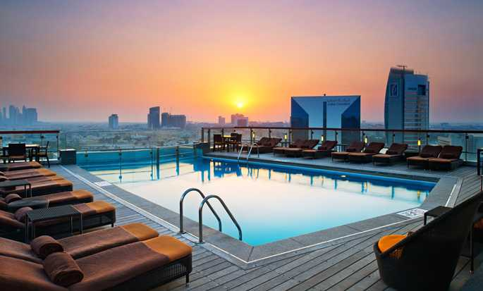 Hilton Dubai Creek, Förenade Arabemiraten – Pool i solnedgången