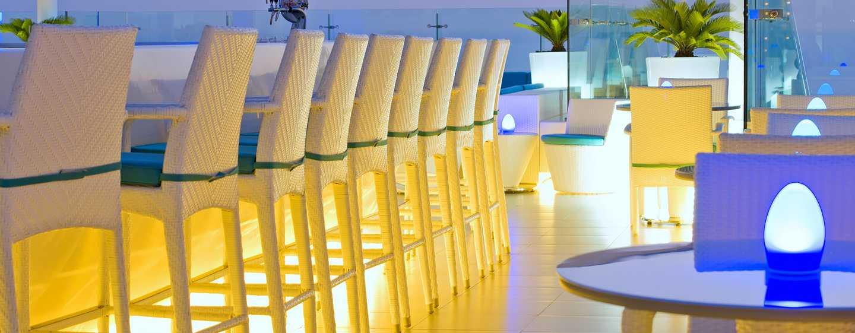 "Hilton Dubai Jumeirah Hotel, Dubai, VAE– Lounge und Restaurant ""Pure Sky"""