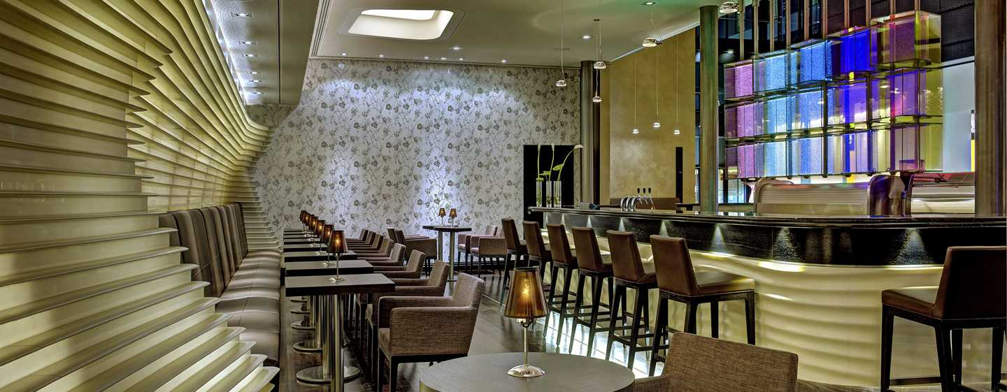Hotel Hilton Frankfurt Airport, Alemania - The FIFTH, Lounge & Bar