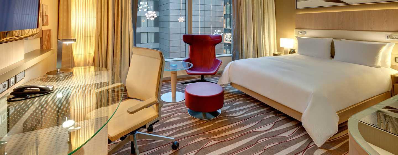 Hilton Frankfurt Airport Hotel, Deutschland– Executive Zimmer mit Kingsize-Bett