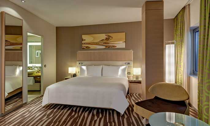 Hotel Hilton Frankfurt Airport, Germania - Suite con letto king size