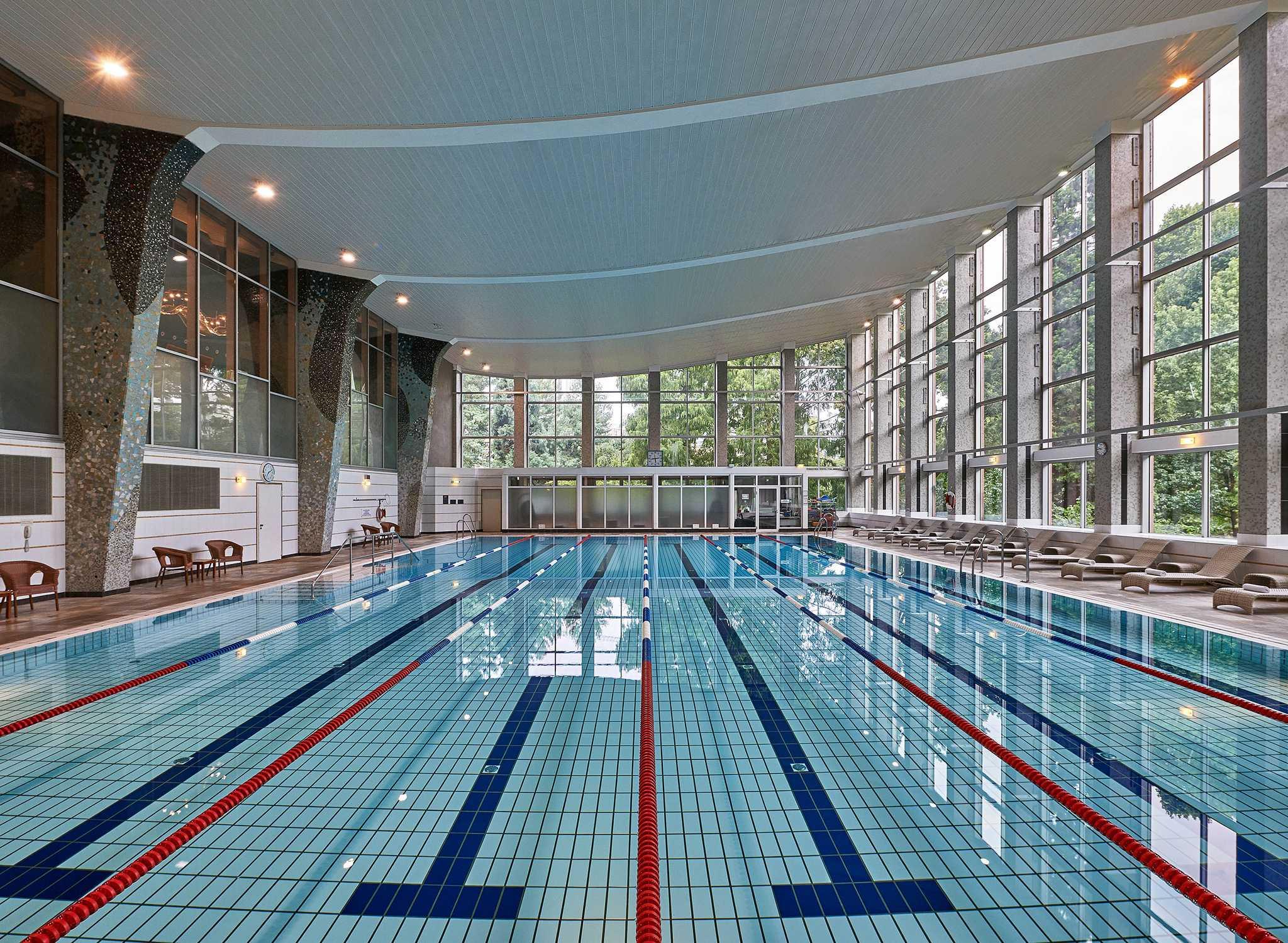 Hilton hotel resorts allemagne - Pool frankfurt ...