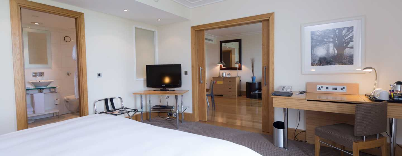 Hilton London Gatwick Airport, Großbritannien -Suite mit King-Size-Bett