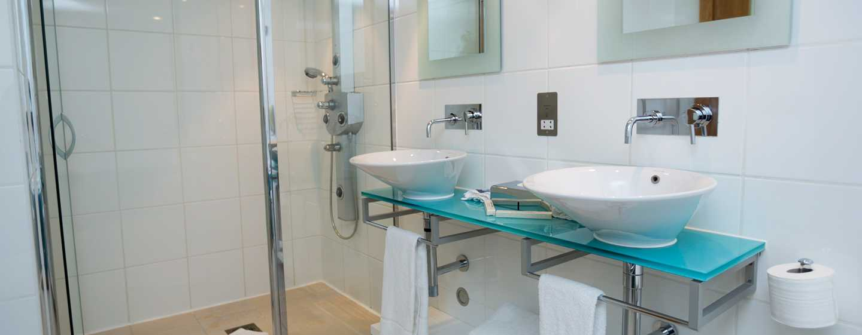 Hilton London Gatwick Airport, Großbritannien -Badezimmer
