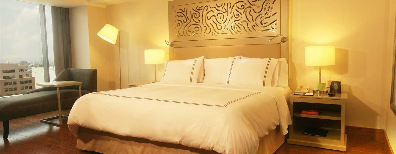 Hilton Guadalajara, México - Habitación Executive con cama King