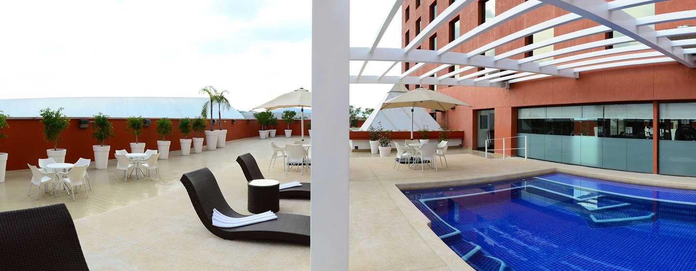Hilton Guadalajara, México - Piscina al aire libre