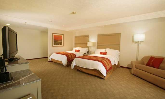 Hilton Guadalajara, México - Club Floor con camas dobles