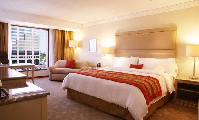 Hilton Guadalajara, México - Habitación con cama King
