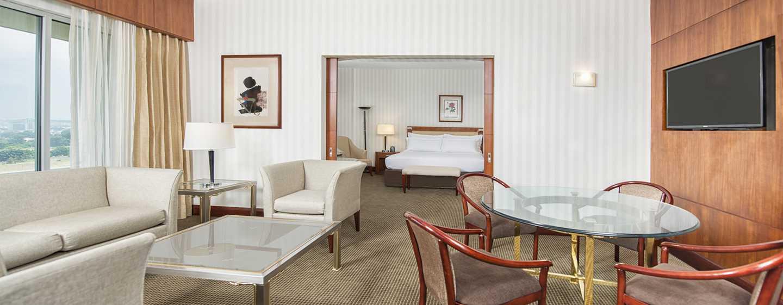 Hilton Colón Guayaquil hotel, Ecuador - Sala de estar de la suite de la planta ejecutiva