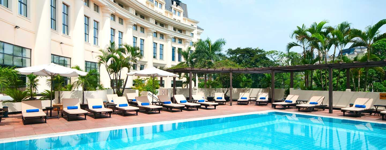 โรงแรม Hilton Hanoi Opera เวียดนาม - สระว่ายน้ำกลางแจ้ง