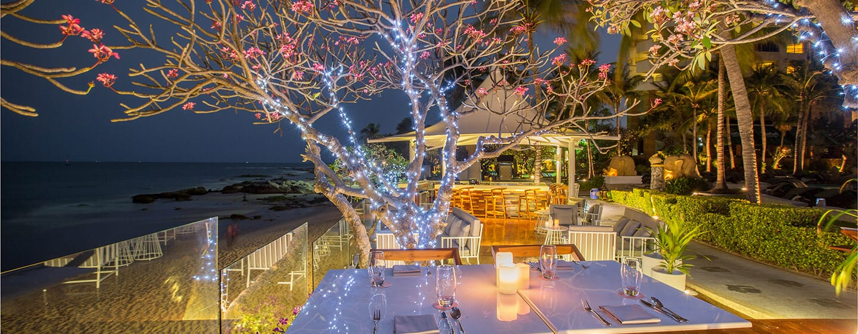 Hilton Hua Hin Resort & Spa Hotel, Thailand – Restaurant Chay Had mit Lounge